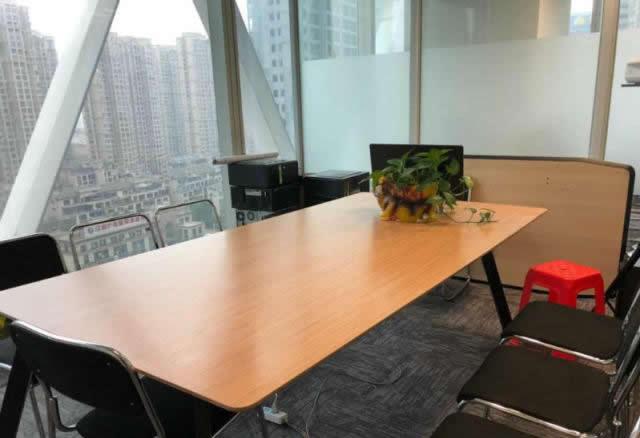 (出租) 紫峰大厦260平,带部分家具,端户采光好,看房来约