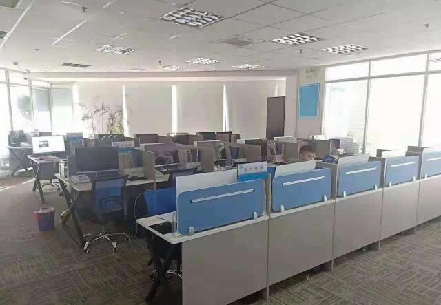 (出租) 恒茂国际中心精装修216平,三个办公室+前台