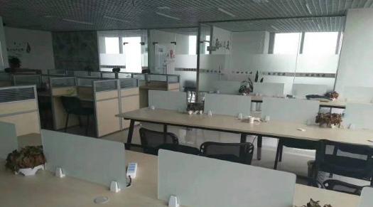 (出租) 云中城 地铁口 精装写字楼220平 带家具前台